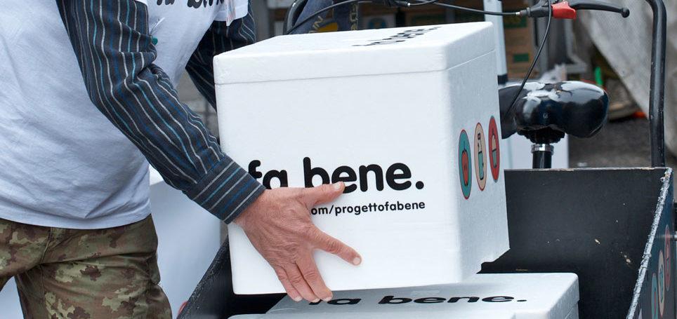 Volontario del progetto con cargo-bike